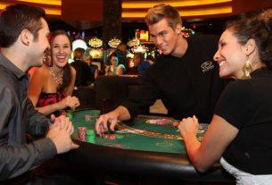 Chơi bài Baccarat: Nên đặt cửa Banker hay của Player?